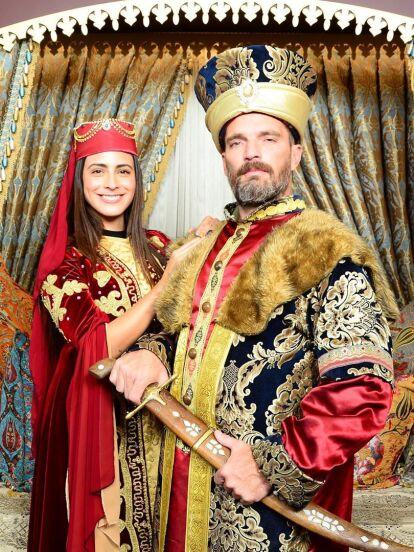 Julián Gil y Valeria Marín se apoderaron de las redes sociales gracias a las fotografías que publicaron de su viaje a Turquía, destino turístico desde donde impresionaron por haberse convertido en sultanes. ¡Mira las fotos!