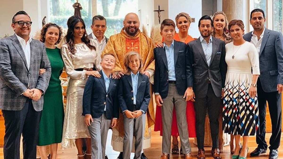 Galilea Montijo acompañada de su esposo celebraron la primera comunión de su hijo Mateo - Las Estrellas TV