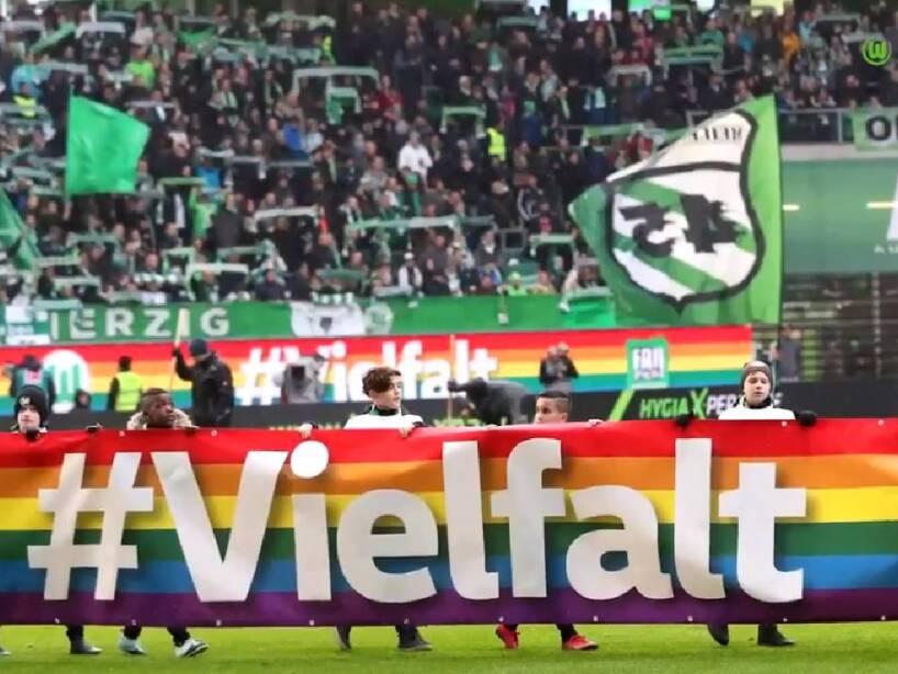 Wolfsburg jersey (6).jpg