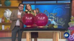 'Lúzete' con esferas gigantes de Navidad, con Luz Blanchet
