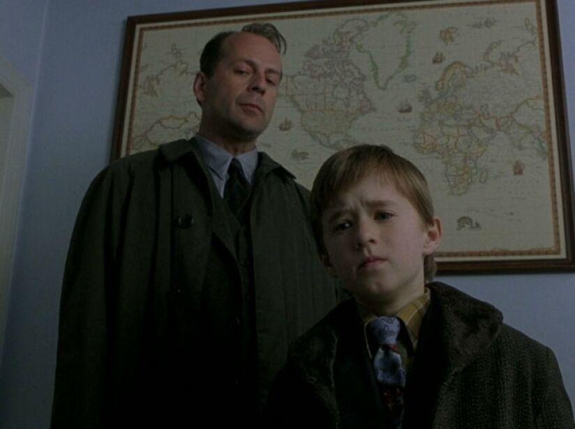 11. Bruce Willis: En El Sexto Sentido (1999), su personaje estaba muerto durante toda la película.