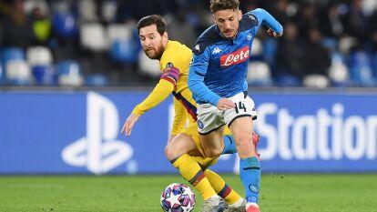 Ambas figuras no pudieron darle la ventaja a su equipo en la ida de los octavos de final. Mertens anotó y se convirtió en el goleador histórico del Napoli, Messi no pudo anotar.