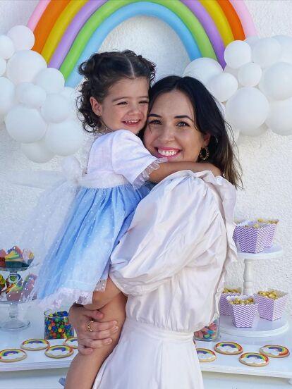 Con la intención de compartir el crecimiento y los acontecimientos más importantes de sus hijos, Fátima Torre ha vuelto a sorprender en redes sociales, pues recientamente utilizó su cuenta oficial de Instagram para mostrar el cuarto de Isabella, su hija mayor, de 3 años.
