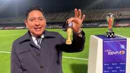 La medalla y el trofeo que disputan León y Pumas