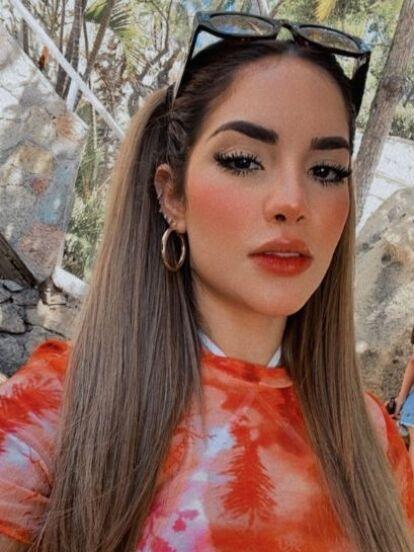 Kimberly Loaiza una vez más se adueñó de las tendencias al presumir sus fabulosas vacaciones en Acapulco, donde, además de dejarse ver por primera vez en bikini tras convertirse en mamá, también mostró a su hija Kima en su faceta como modelo infantil.