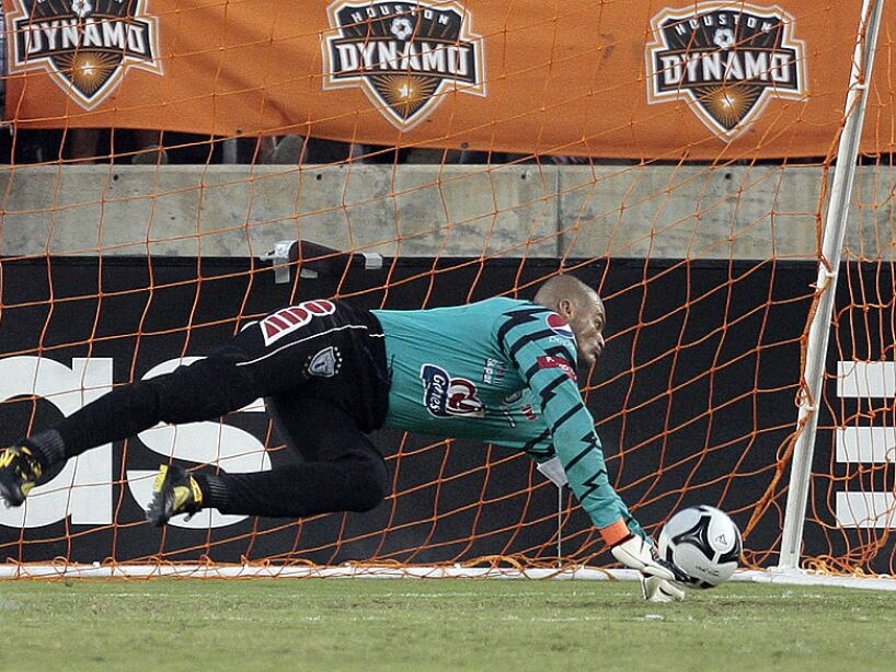SuperLiga 2010 - Houston Dynamo v Pachuca