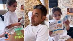 Aitana Derbez regaña a su papá por no ponerle atención mientras le lee un cuento en inglés