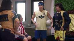 Carmen Salinas juega fútbol contra 'Vítor' y 'Albertano' en un partido Chivas vs. América