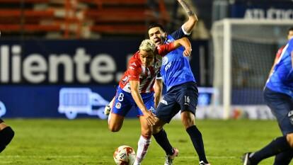 Con goles de Aké Loba y Maximiliano Meza, los Rayados se imponen 1-2 en su visita al Atlético San Luis.