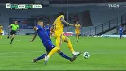 ¡Milagrosa recuperación de Salcedo impide el gol del 'Cabecita'!