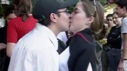 VIDEO: ¡Lugares del mundo donde se prohíben besos!