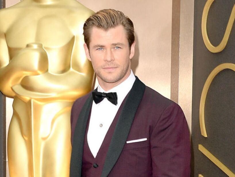 Es hermano de los también actores Luke Hemsworth y Liam Hemsworth.