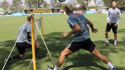 Águilas y Tigres se 'prestaron' las instalaciones para preparar sus compromisos de Liga ante Monterrey y Cruz Azul, respectivamente.  | Los de la UANL entrenando en las instalaciones de Coapa.