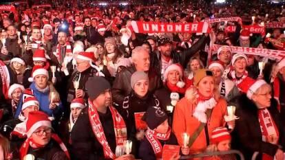 Weihnachtssingen o en español mejor conocido como villancicos navideños, se han convertido en una leyenda en el Stadion An der Aten Fösterei, casa del FC Union Berlin.