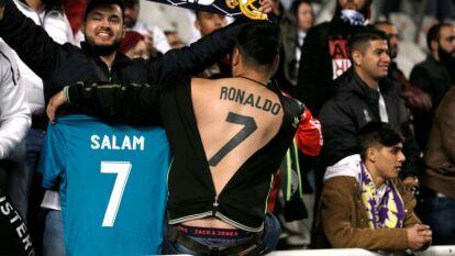Un aficionado se tatuó el nombre de 'Ronaldo' y su mítico número 7 en toda la espalda, como si fuera una camiseta humana.