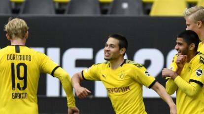 ¡Borussia Dortmund destrozó al Schalke 04 en el regreso de la Bundesliga!   La escuadra de Lucien Favre despedazó 4-0 a los visitantes y lució en buena forma; Schalke nunca despertó.
