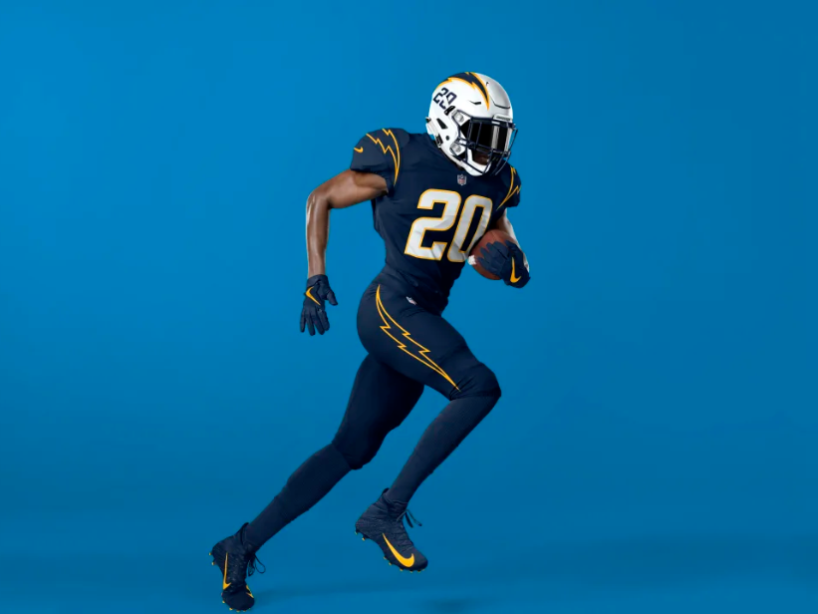 6 chargers uniforme navy.PNG