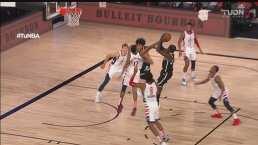Caris LeVert consigue el foul y cuenta con una gran maniobra