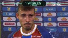 Jugador brasileño llora la muerte de su madre tras anotar