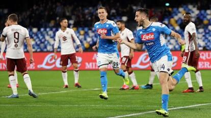 El mexicano sumó minutos de banca en la victoria 2-1 ante Torino en San Paolo.    Al 19', muy pronto en el partido, Kostas Manolas marcó el primero de Napoli.