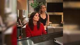 Una de las protagonistas de 'Friends' sorprende al tocar el piano al lado de su hija