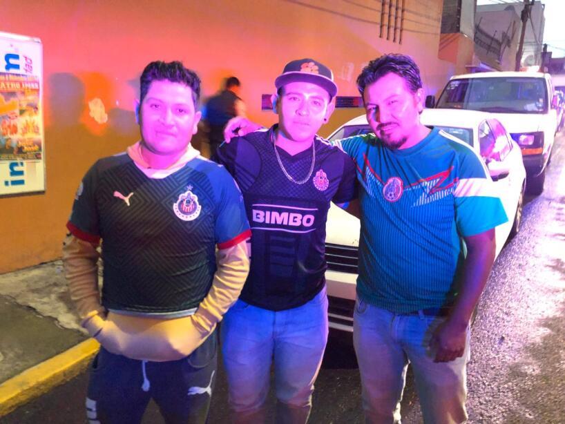 Los aficionados se dan cita para disfrutar del encuentro de México ante el combinado de Bermudas.