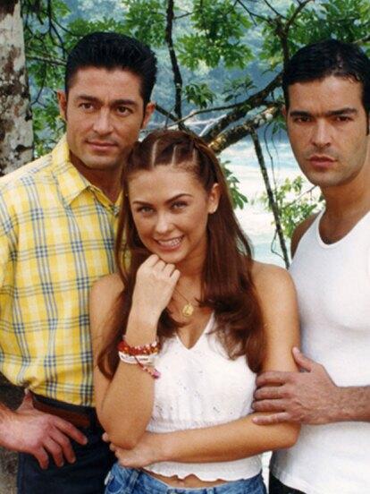 En el 2000 protagonizó 'Abrázame muy fuerte' al lado de Aracely Arámbula.