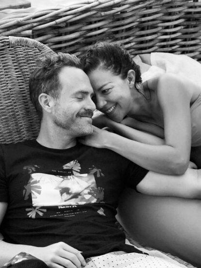 Tremenda noticia la que compartieron Fernanda Castillo y Erik Hayser en redes sociales, donde anunciaron que están a la espera de su primer bebé.