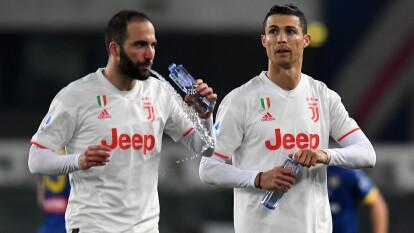 Cristiano Ronaldo marcó al 65' y Fabio Borini emparejó los cartones. Pazzini (86') cobró un penal para el 2-1 final. La siguiente jornada Juventus recibirá a Brescia y Hellas Verona visitará al Udinese.