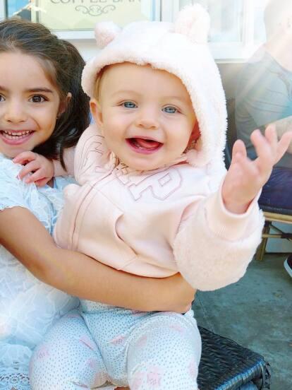 En un año pueden pasar muchas cosas, por lo que Aitana Derbez y su sobrina Kailani Ochmann no perdieron el tiempo y gracias a las innumerables publicaciones de sus padres, se volvieron todas unas celebridades en redes sociales.