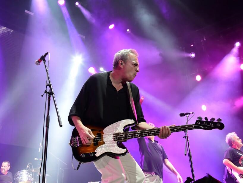 Hombres G ofrece nostálgico concierto en la CDMX