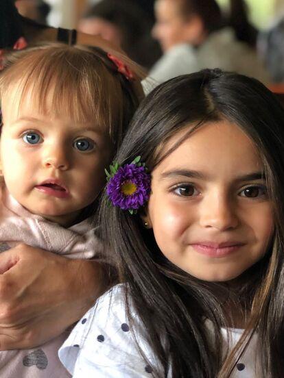 Este 25 de febrero, Kailani Ochmann Derbez celebra su cumpleaños número 2 y los primeros en festejar la importante fecha fueron su abuelo Eugenio Derbez y Alessandra Rosaldo, quienes compartieron fotos inéditas de la pequeña junto a Aitana Derbez.