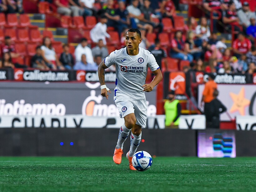 Con goles de Velázquez, Balanta y 'Cubo' Torres, Xolos remontó de último minuto para arrebatarle los tres puntos a Cruz Azul. Aguilar y Yotún anotaron para La Máquina.
