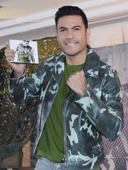 El cantante originario de Huamantla,  Tlaxcala, Carlos Rivera presentó su quinto disco de estudio 'Guerra'.