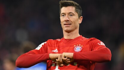 Robert Lewandowski (Bayern): 11 goles   El internacional polaco marcó en las cinco primeras jornadas de esta temporada, y en la cuarta jornada logró un récord al marcar cuatro goles contra el Estrella Roja en 16 minutos. Con 64 goles, iguala en la cuarta plaza con Karim Benzema en el ranking de los máximos goleadores de todos los tiempos de la Champions League y acabó la fase de grupos como máximo realizador por segundo año consecutivo.