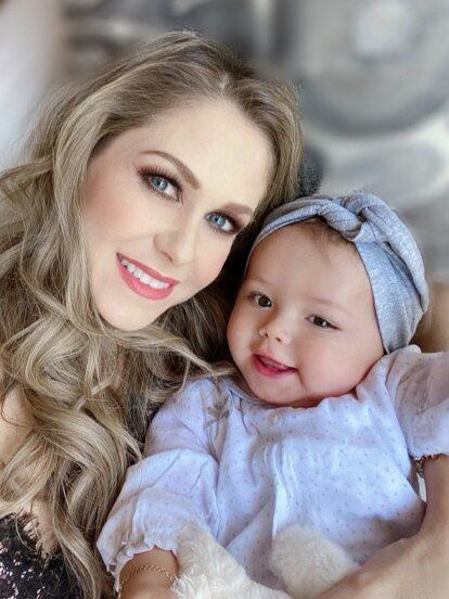 Desde que Ingrid Martz se convirtió en mamá, no ha dejado de compartir en redes sociales esta nueva faceta y ahora detalló con sus seguidores el fuerte susto que pasó cuando su hija Martina ingirió la pomada para rozaduras.