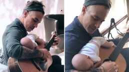 Le llueven críticas a Fernando Carrillo por la peculiar forma de dormir a su bebé