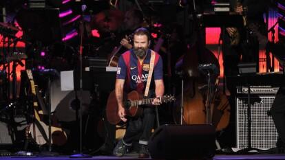 Martes negro. Falleció Pau Donés, vocalista de la banda Jarabe de Palo y seguidor del Barça a los 53 años tras perder la lucha con el cáncer.