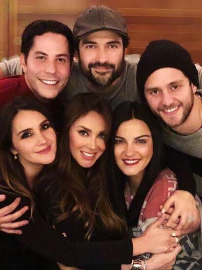 Luego de que la música de RBD regresara de manera física y a las plataformas digitales, Anahí confirmó la reunión del grupo pop y destapó más detalles de la sorpresa que los integrantes tienen para sus fans.