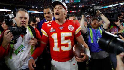 Con sólo 24 años, Patrick Mahomes rompió una sequía de medio siglo y llevó a los Kansas City Chiefs a la victoria en el Super Bowl LIV.