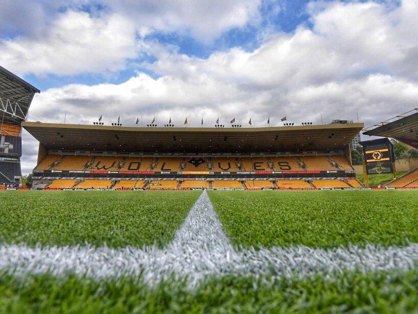 Estadio de los Wolves.jpg