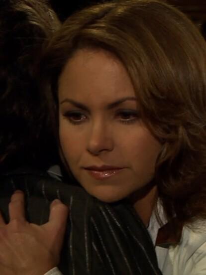"""En el inicio del gran final de """"Soy tu Dueña"""", 'Leonor' busca a 'Valentina' para saldar cuentas y sellan su relación con un abrazo. ¡Por fin se han perdonado!"""