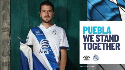 Puebla presentó sus dos equipaciones para la próxima temporada, el uniforme de local es el tradicional jersey blanco con la raya azul cruzada, y para su equipación de visitante decidieron experimentar con un color menta y la franja azul marino.