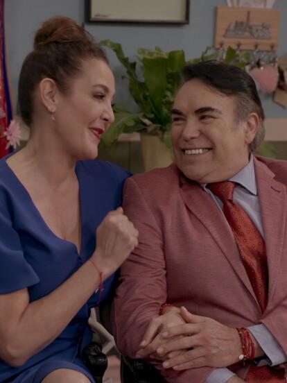 Aunque al principio no lo sabía, la Tía Licha decidió casarse con Carlos, el papá de La Nena, quien resultó gay y la dejó por un joven diseñador de modas.