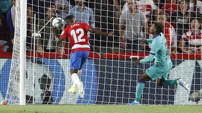 Con goles de Ramon Azeez y Álvaro Vadillo el granada apalasta a un barcelona sin idea de juego.