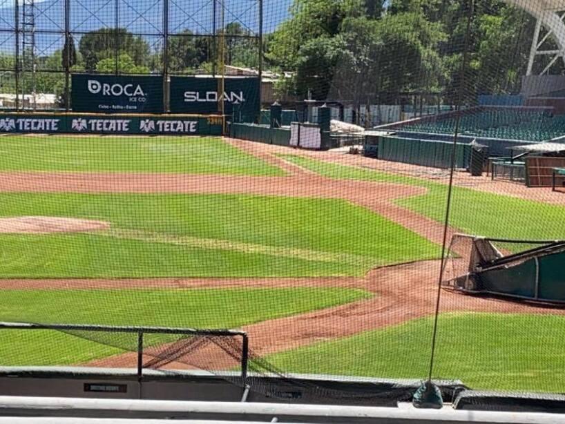 El pasto del Estadio Madero cada vez en mejor forma 2.jpg
