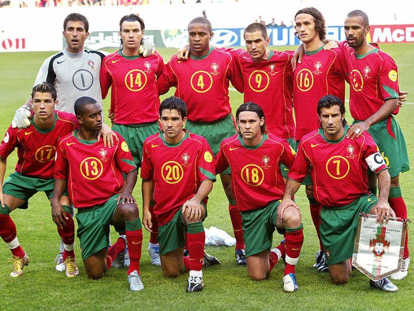 Portugal's national football team pose,