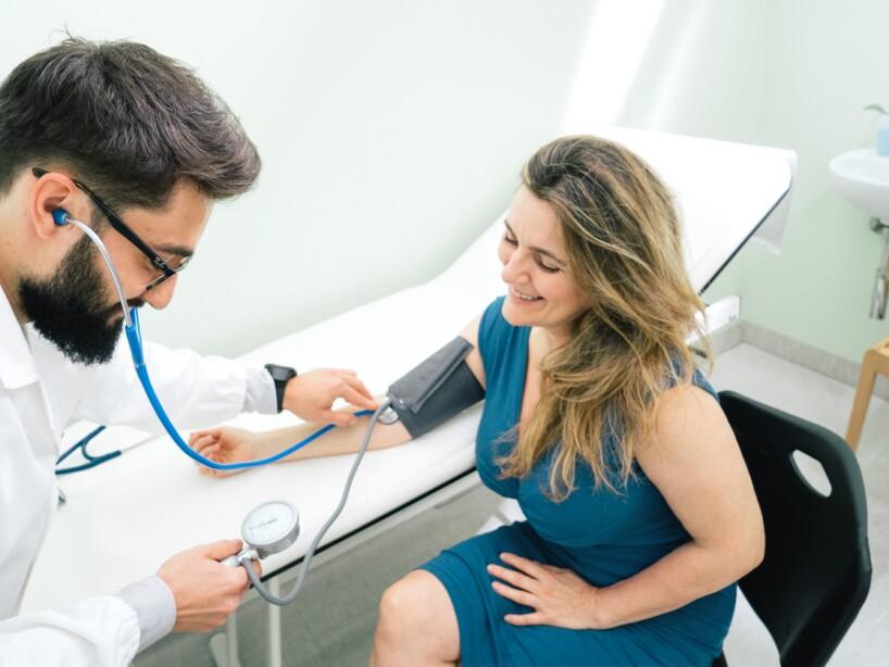 El primer paso para comenzar a correr es ir al médico, sobre todo si eres mayor de 30 años, has fumado o eres fumador, tienes sobrepeso o alguna lesión.