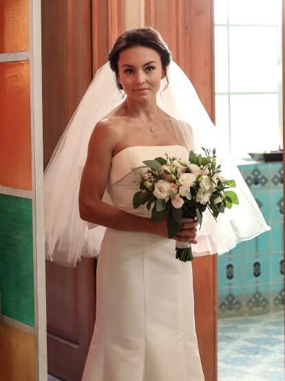 Angelique Boyer es una de las actrices que inmortalizó momentos impactantes de bodas en las telenovelas y no en todas sus personajes han tenido un final feliz. Recientemente, la actriz apareció en 'Vencer el Pasado' en una triste escena de desamor. A continuación, te mostramos los vestidos de novia de la actriz en los melodramas.<br />