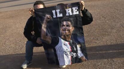 Aficionados italianos se dan cita en el centro de Francia para apoyar a la Juventus.